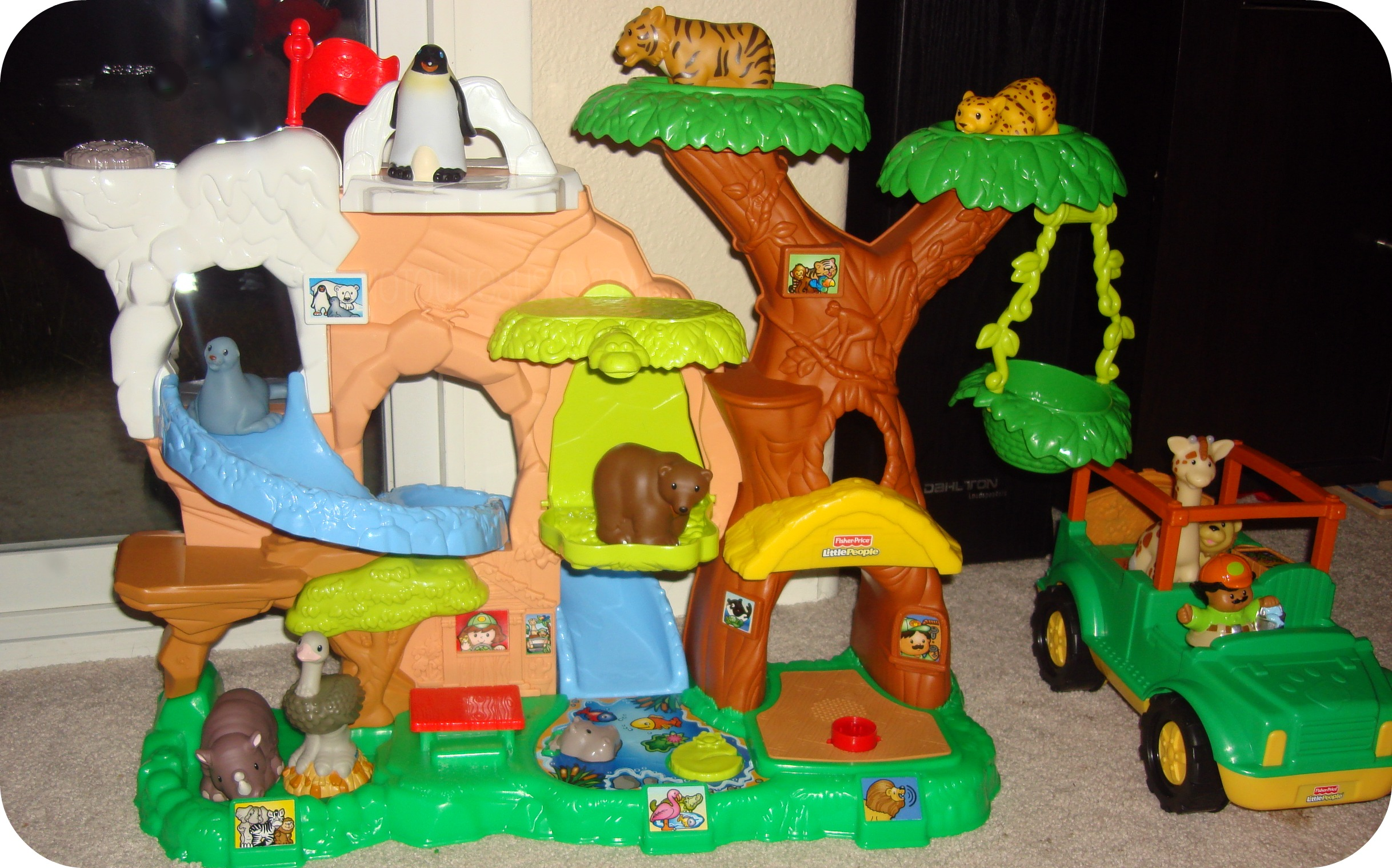 Review: Bring Your Animals to Life with the Little People Zoo Talkers Animal Sounds Zoo!