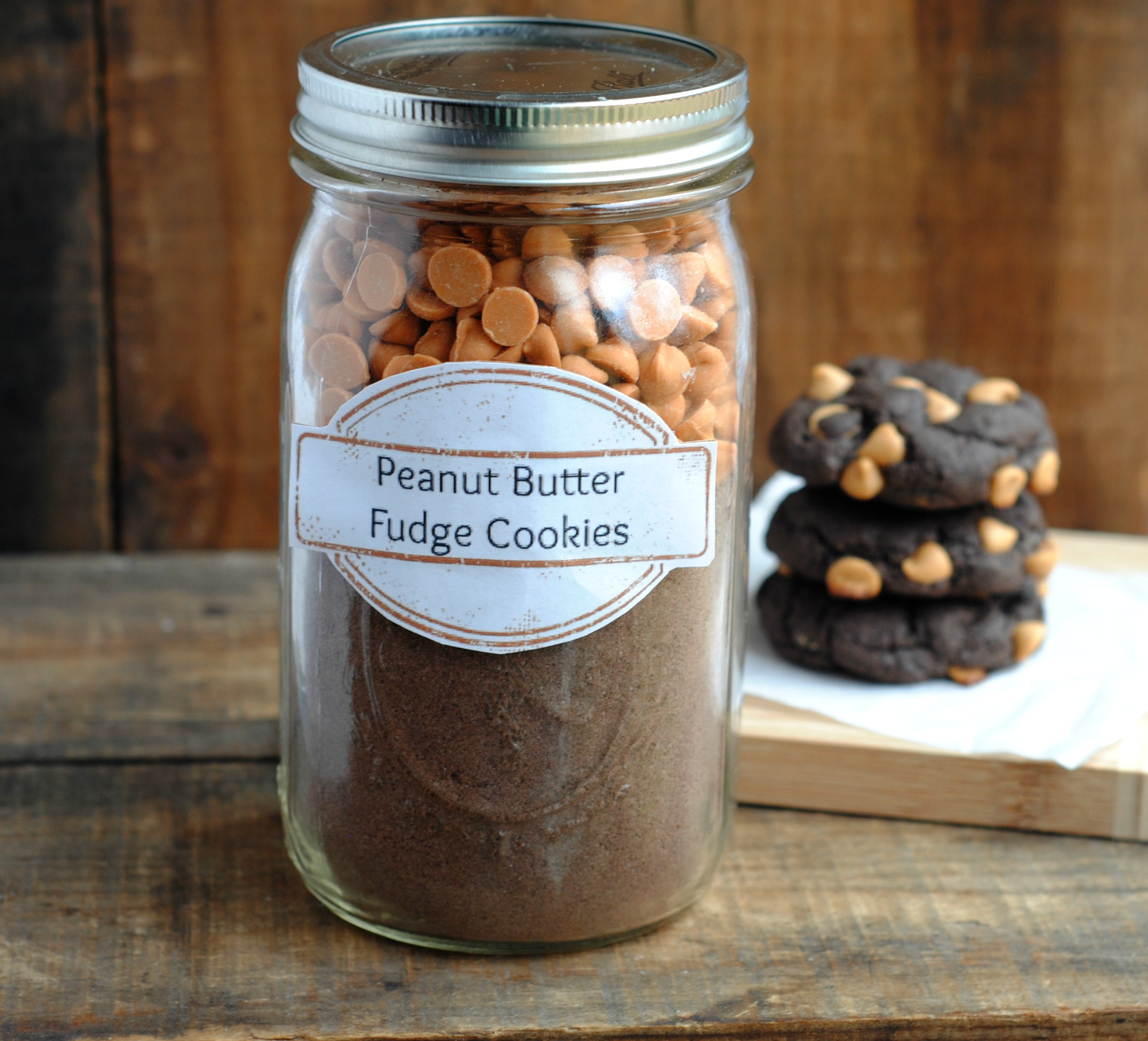 DIY Holiday Gift Idea: Peanut Butter Fudge Cookie Mix In A