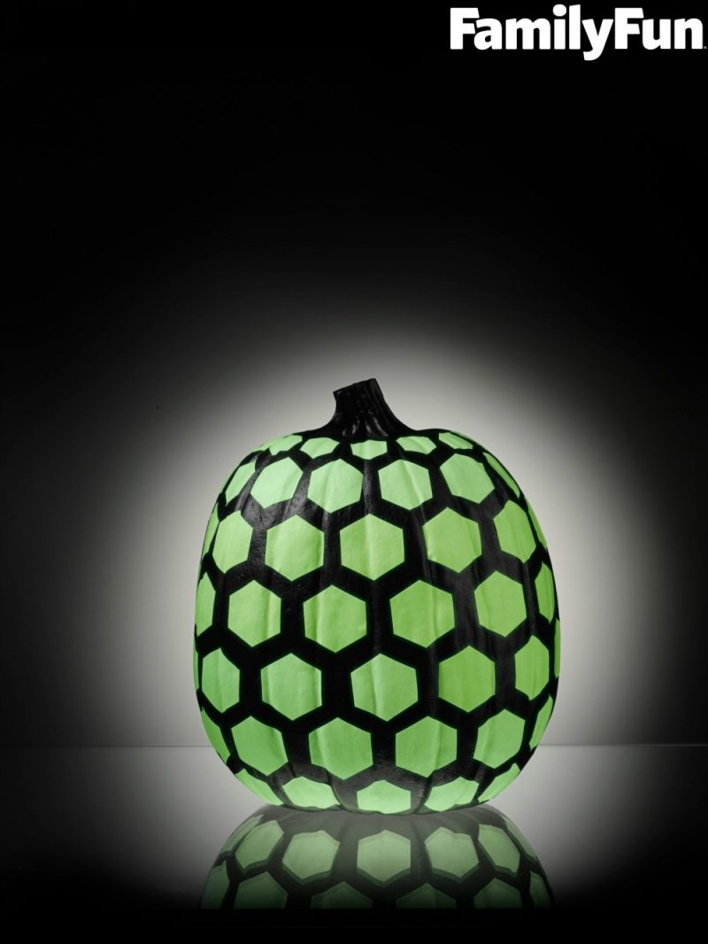 4 easy no carve glow-in-the-dark pumpkin decorating ideas - {not