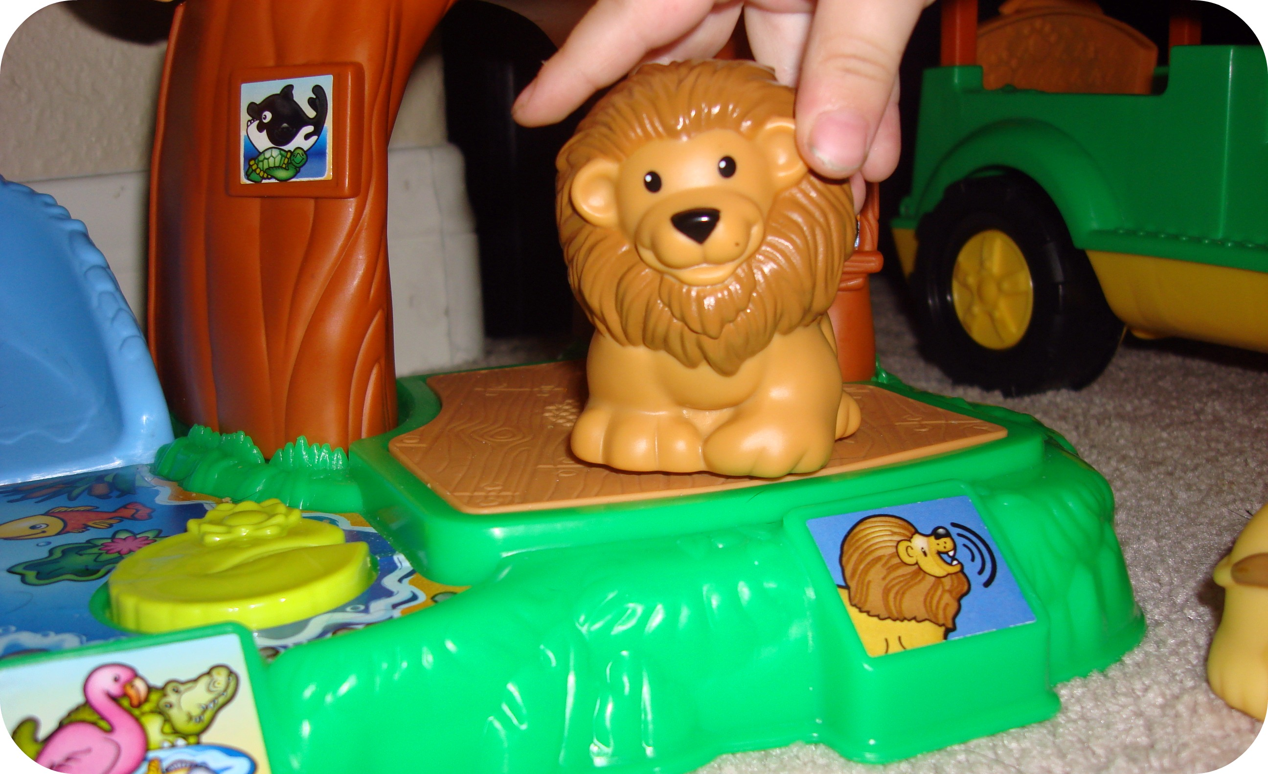 Review Bring Your Animals To Life With The Little People Zoo Talkers Animal Sounds Zoo Not Quite Susie Homemaker