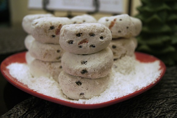 powdered donut snowmen  #FrozenFun #shop #cbias