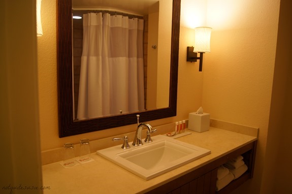 Tropicana DoubleTree Bathroom