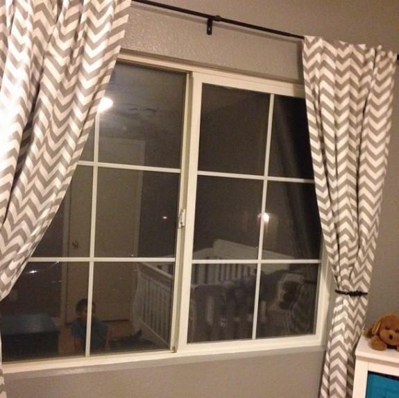 Nursery curtanis
