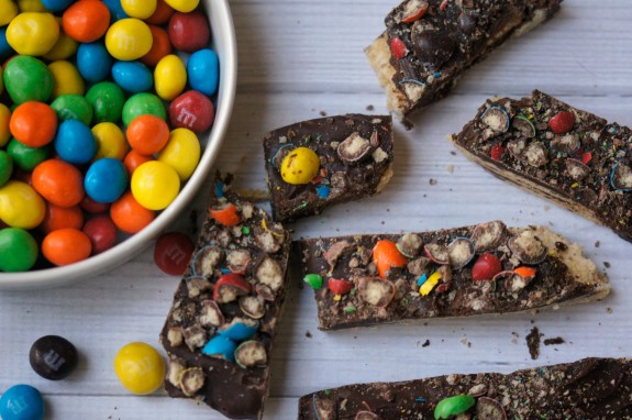 An easy and delicious crispy recipe- Crispy Chocolate Bark! #CrispyComeback #CollectiveBias #ad