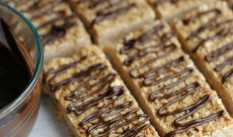 No-Bake Chocolatey Peanut Butter Granola Bars Recipe- perfect for breakfast, snacks, lunchboxes or dessert