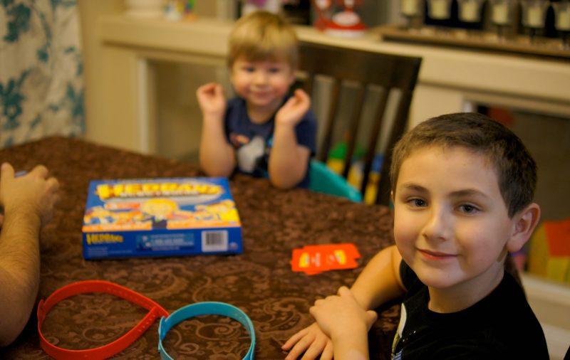 boys-playing-hedbanz