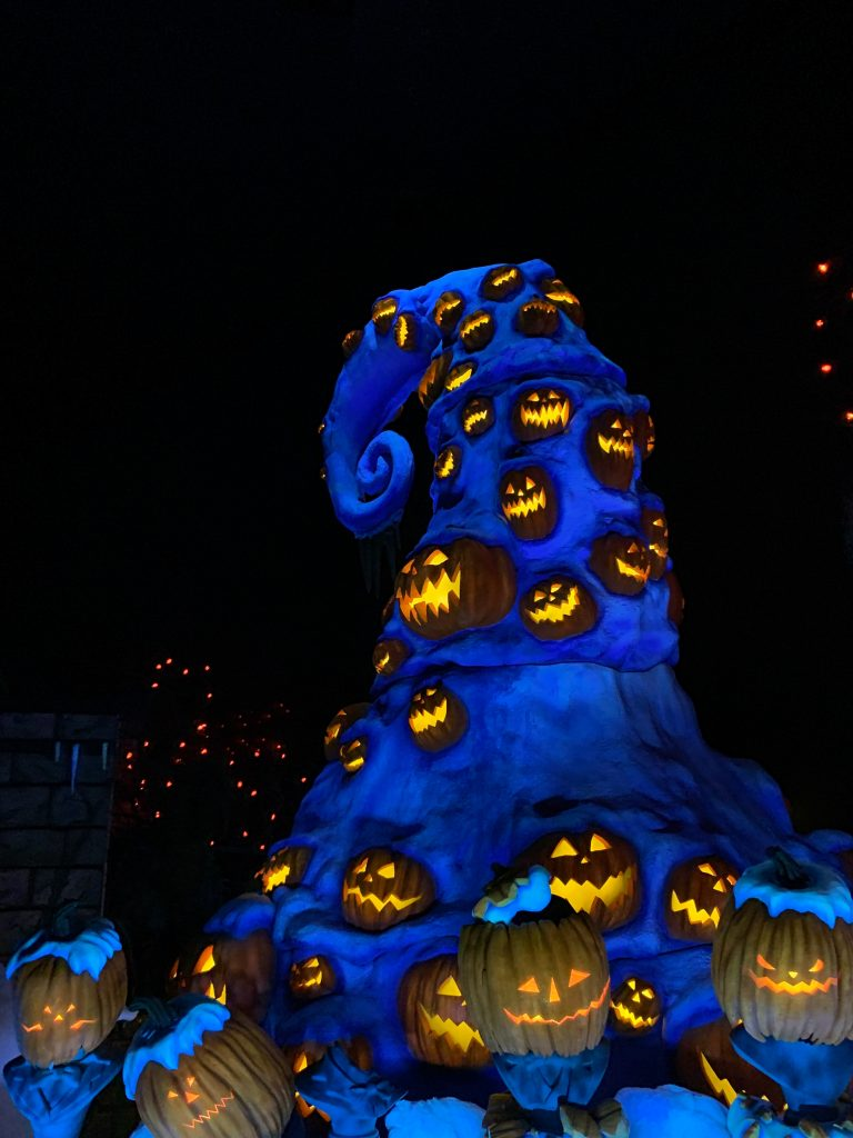 Everyone knows that one of the best places to celebrate holidays is at Disneyland and California Adventure- and Halloween is no exception! Come check out my top 10 must-do things for 2019 Disneyland Halloween! Of course it includes spooky decorations, characters in costume, delicious food, lots of tricks and of course, lots of treats!