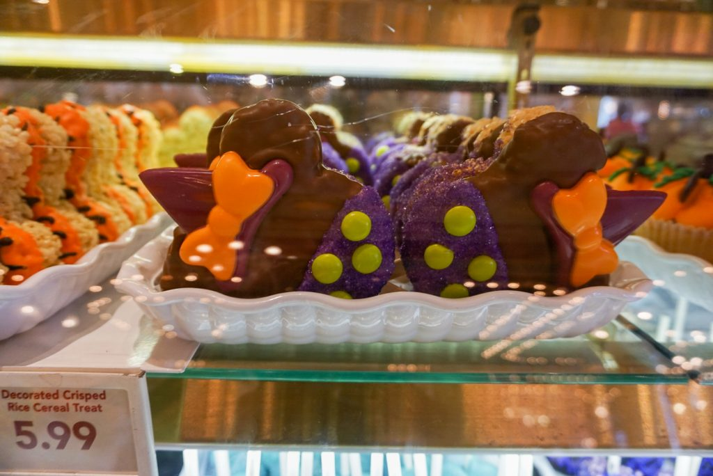 One of the best things about being at Disneyland is the treats- especially during holidays like Halloween! Check out some of the cute desserts and other treats available for kids and adults right now at Disneyland and California Adventure- with pictures and reviews!