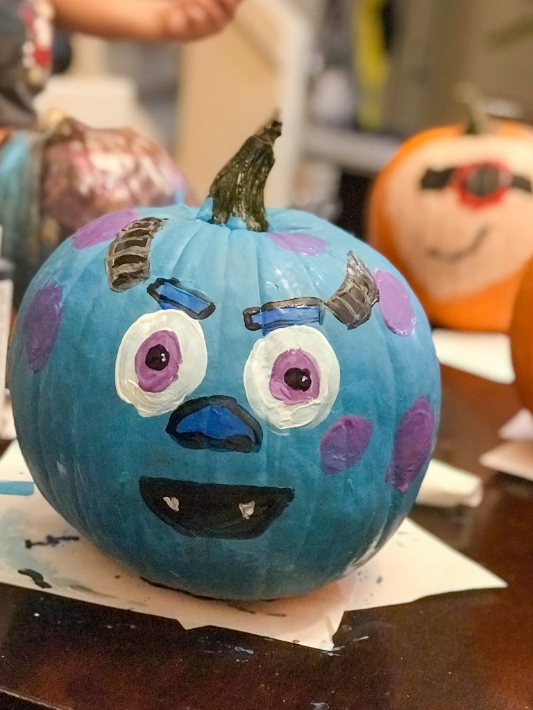 Decorating pumpkins is such a big part of fall for kids and adults alike! There are lots of creative carving ideas online but using paint or other objects can be fun too! These easy DIY No Carve Pumpkin Ideas are quick, easy, and {mostly} not messy- except maybe the paint one!